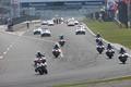 決勝レース: 静岡県警の白バイとパトカーによるパレードラップが始まった