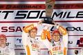 表彰式: GT500クラス優勝の中嶋一貴と関口雄飛(LEXUS TEAM au TOM'S)