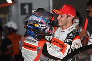 GT300クラスで優勝した高木真一とショーン・ウォーキンショー( AUTOBACS RACING TEAM AGURI)