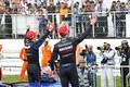 決勝レース: GT500クラスで優勝した山本尚貴とジェンソン・バトン(TEAM KUNIMITSU)
