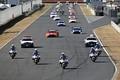 決勝レース: 白バイとパトカー先導によるパレードラップが始まった