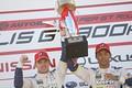 表彰式: GT300クラスで優勝したニック・キャシディと平川亮(LEXUS TEAM KeePer TOM'S)