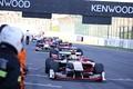 決勝レース: フィニッシュ後に戻ってきたSF14