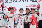 表彰式: 優勝・山本尚貴、2位・関口雄飛、3位・野尻智紀