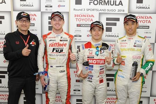 決勝フォトセッション: 上位3名のドライバー