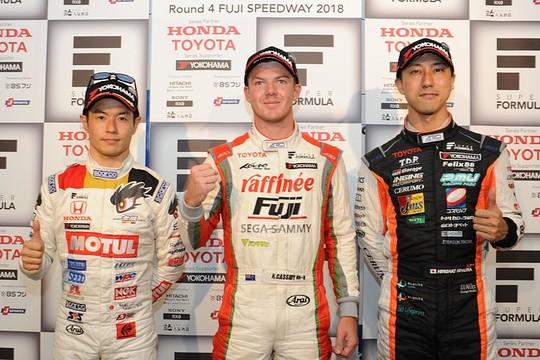 予選フォトセッション: トップ3のドライバーたち