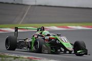 第11戦、第12戦とも予選2位のサッシャ・フェネストラズ(B-Max Racing with motopark F3)