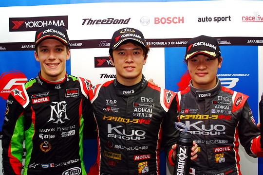 決勝フォトセッション: トップ3のドライバーたち