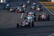 日本一決定戦ファイナル: 10周のレースがスタートした