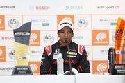 SGTxDTM交流戦レース2記者会見: 優勝したナレイン・カーティケヤン(Modulo Nakajima Racing)