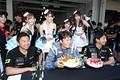 ピットウォーク: GOODSMILE RACING & TeamUKYOの誕生パーティー