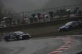 決勝レース: 塚越広大(KEIHIN NSX-GT)と山本尚貴(RAYBRIG NSX-GT)のトップ争いが1コーナーで接触