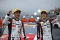 決勝レース: GT300クラスで優勝した平中克幸と安田裕信(GAINER)