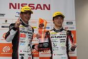 決勝フォトセッション: GT300クラス優勝のドライバー