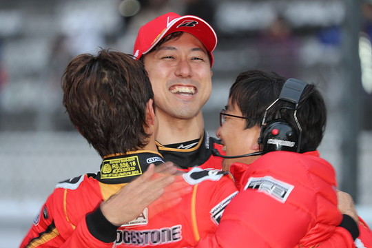 GT500クラスで優勝した立川祐路と石浦宏明(LEXUS TEAM ZENT CERUMO)