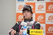 予選記者会見: GT300クラスポールポジションの佐藤公哉(つちやエンジニアリング)
