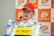 決勝記者会見: GT300クラス優勝の阪口晴南(K-tunes Racing)