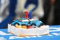 ピットウォーク: ジェームス・ロシター、36歳の誕生ケーキ