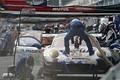 決勝レース: 給油をするPACIFIC MIRAI AKARI NAC PORSCHE(PACIFIC RACING with GOOD SPEED)