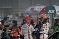 決勝レース: GT500クラスで優勝したヘイッキ・コバライネンと中山雄一(LEXUS TEAM SARD)