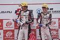 表彰式: GT300クラスで優勝した平中克幸/安田裕信組(GAINER)