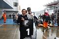決勝レース: 優勝したアレックス・パロウと中嶋悟監督(TCS NAKAJIMA RACING)