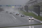 降雨のためレースはセーフティーカースタートとなった