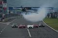 エアロバティックス・パイロットの室屋義秀氏とレクサスクロッシングスペシャルフライト