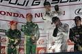 表彰式: GT300クラスで優勝した高橋翼、アンドレ・クートと藤波清斗(JLOC)