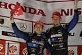表彰式: GT500クラスで2位に入った山本尚貴とジェンソン・バトン(TEAM KUNIMITSU)