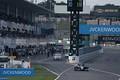 決勝レース: 1周目にウェットタイヤからソフトタイヤに交換してピットアウトする小林可夢偉(KCMG Elyse SF19)