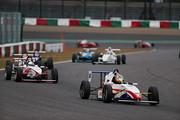 日本一決定戦Aグループ第1レグ: 6周のレースがスタートした