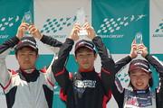 表彰式: 左から2位・菊池宥孝、優勝・澤龍之介、3位・村松日向子