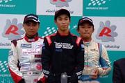 表彰式: 左から2位・岩佐歩夢、優勝・澤龍之介、3位・荒川燐