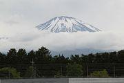 富士山が見守る中、公式予選は行われた