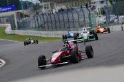 レースは伊藤駿のリードで始まった