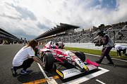 ポールポジションの一についた神晴也(ATEAM Buzz Racing F110)