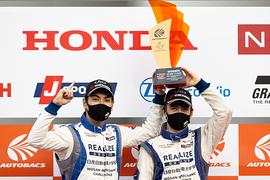 GT300クラスで優勝した藤波清斗/ジョアオ・パオロ・デ・オリベイラ組(KONDO RACING)
