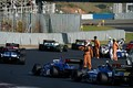決勝レース: 事故現場を通過するSFマシン