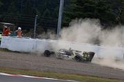 クラッシュするセルジオ・セッテ・カマラ(Buzz Racing SF19)