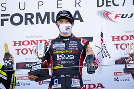 優勝した宮田莉朋(COROLLA CHUKYO Kuo TEAM TOM\'S)