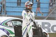 ST-4クラスで優勝してマシンを降りる石川京侍(林テレンプSHADE RACING 86)