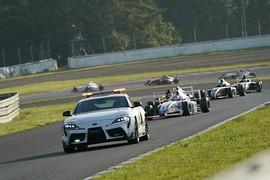 レースは途中セーフティーカーが導入された