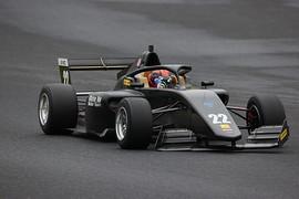 フロントウィングが脱落しかけた伊藤鷹志(RiseUP F111/3MT)