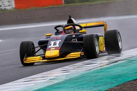 マスタークラスポールポジションは植田正幸(Rn-sports F111/3)