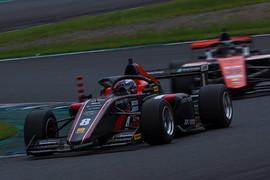 第5戦、第6戦とも予選3位の三浦愛(F111/3)
