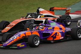 田中優暉(ASCLAYIndサクセスES)と今田信宏(JMS RACING with B-MAX)の争い