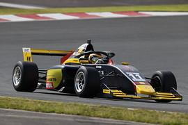 第7戦マスタークラス予選2位、第9戦同クラス4位の植田正幸(Rn-sports F111/3)