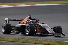 第7戦予選2位、第9戦ポールポジションの三浦愛(ARTA F111/3)