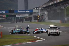 レースはスタート直後のアクシデントでセーフティーが導入された